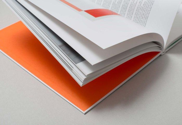 Editorial Design ROBERT MANGOLD Innenseite