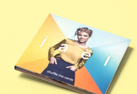 Jaël Music shuffle the cards